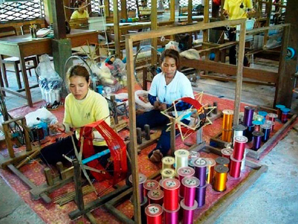 Angkor Silk Farm, Artisans Angkor