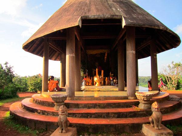 Yok Sros Phlom or Phnom Dos Kramom Resort